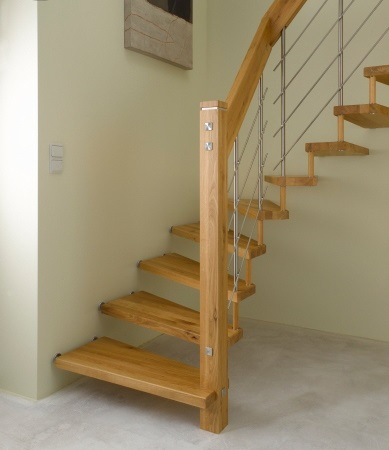 Bucher Treppe Modell Canto, Eiche mit V2A-Reling